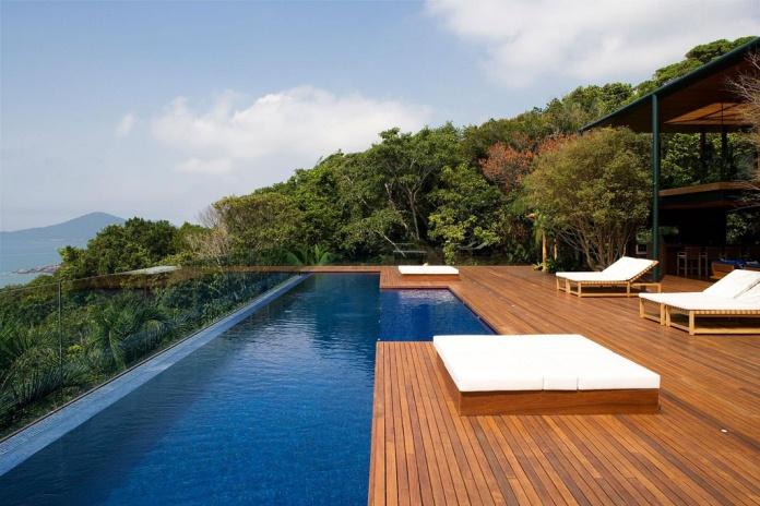 piscina com borda infinita maravilhosa