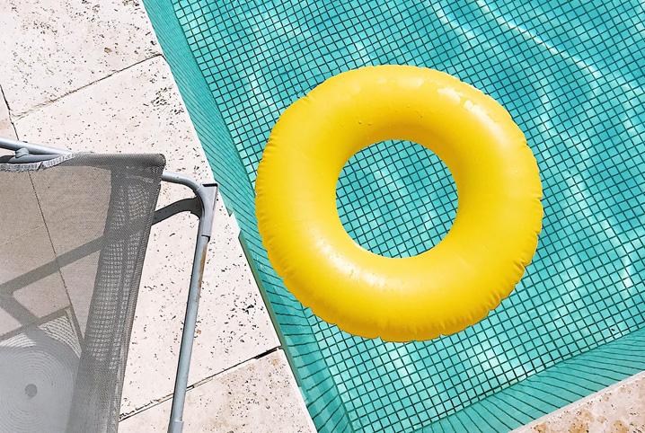 como-limpar-o-fundo-da-piscina